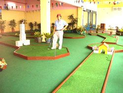 miniature golf 9 holes indoor
